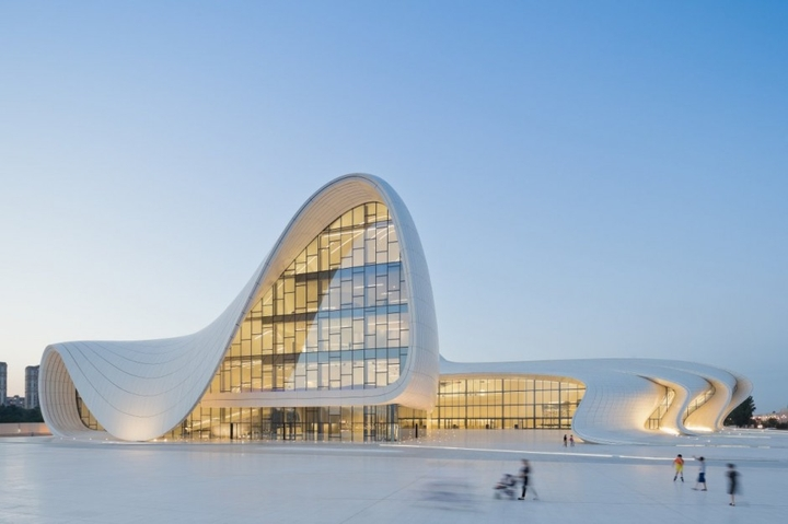 Heydar Aliyev-Center Zaha Hadid Social Design Magazin-01