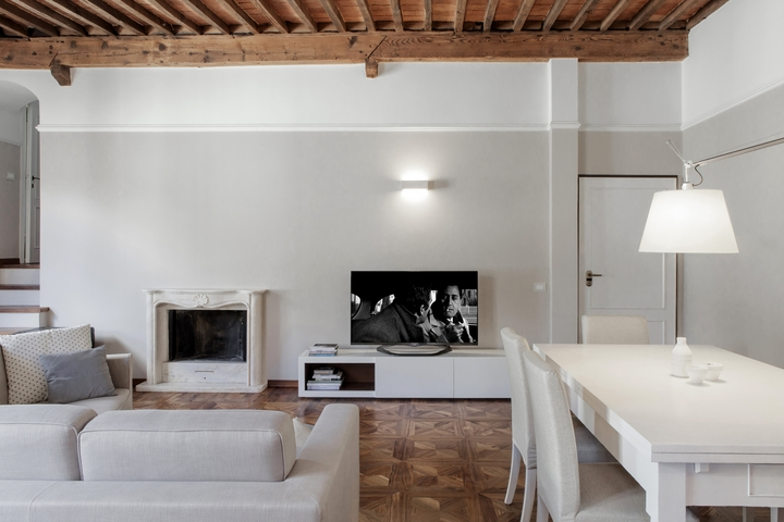 Contemporary interior design in a historical apartment in Lucca ...