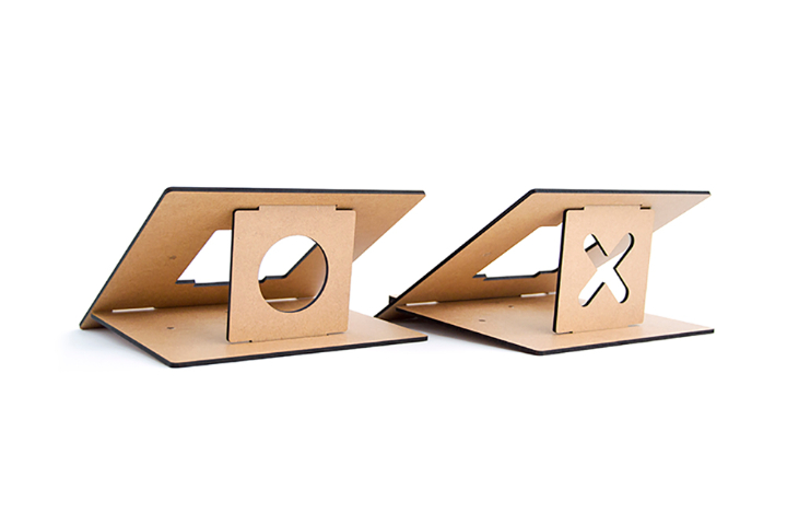 flio support ordinateur portable bois ultra mince et portatif social design magazine. Black Bedroom Furniture Sets. Home Design Ideas