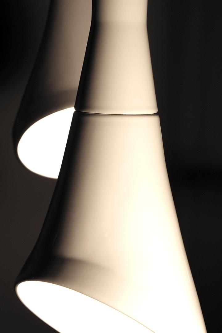 Blanc pendentif bruit lampe en RODRIGO Vairinhos design social magazine 47