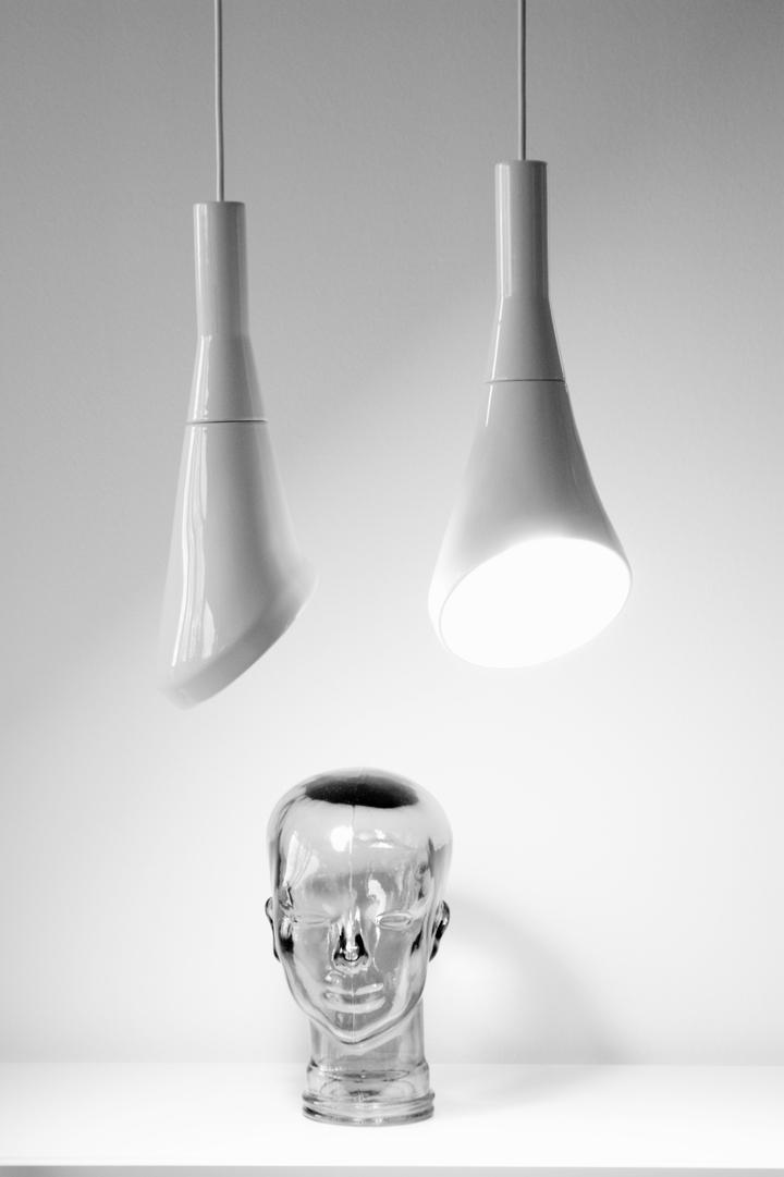 Blanc pendentif bruit lampe en RODRIGO Vairinhos design social magazine 50