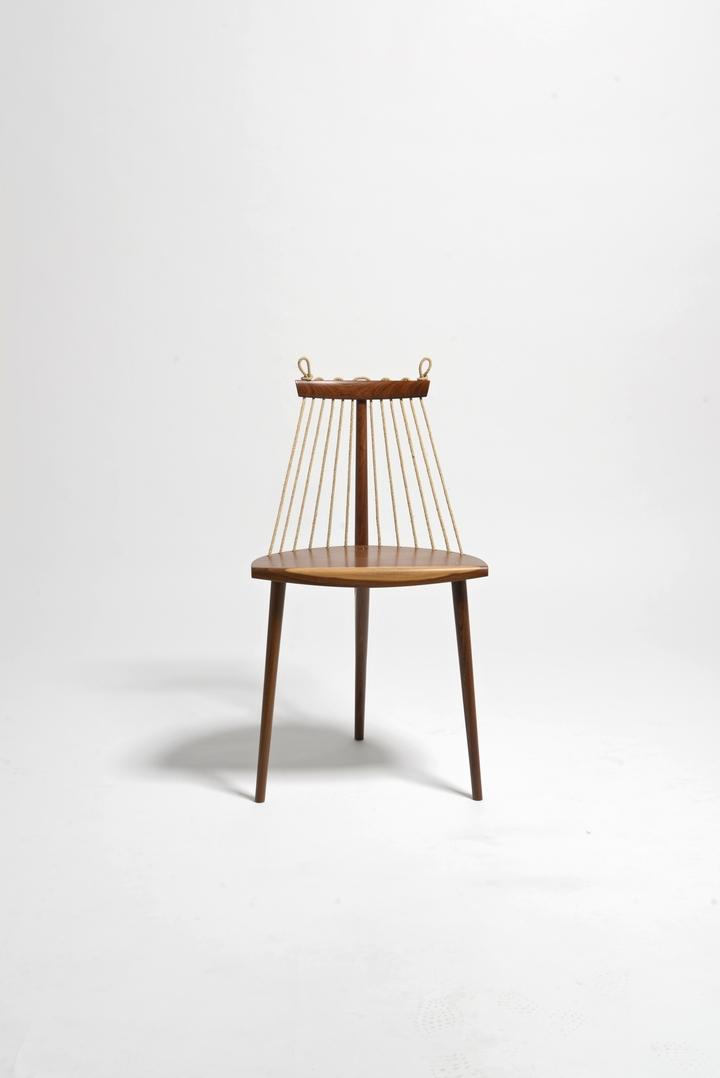 Sedia a 3 piedi Ricardo Graham Ferreira social design magazine-02