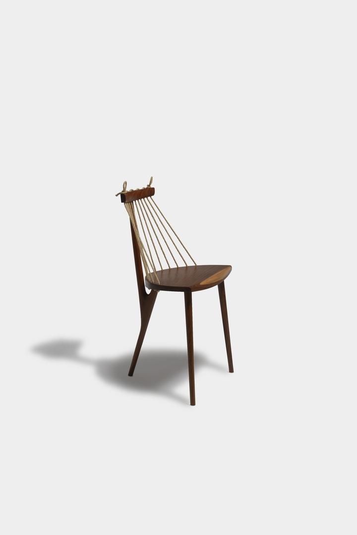 Sedia a 3 piedi Ricardo Graham Ferreira social design magazine-03
