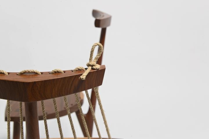 Sedia a 3 piedi Ricardo Graham Ferreira social design magazine-04