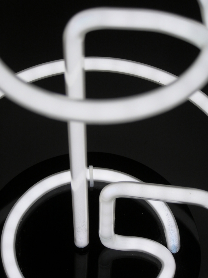 atelier dsgn lamp neo n fluorescent tube 02