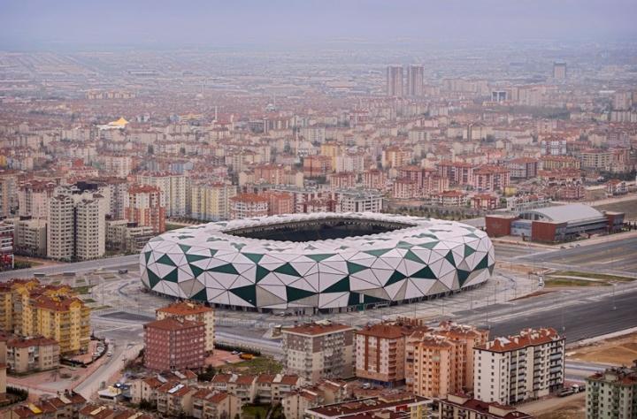 街のスタジアム01 818x538コンヤbahadçrKUL建築家