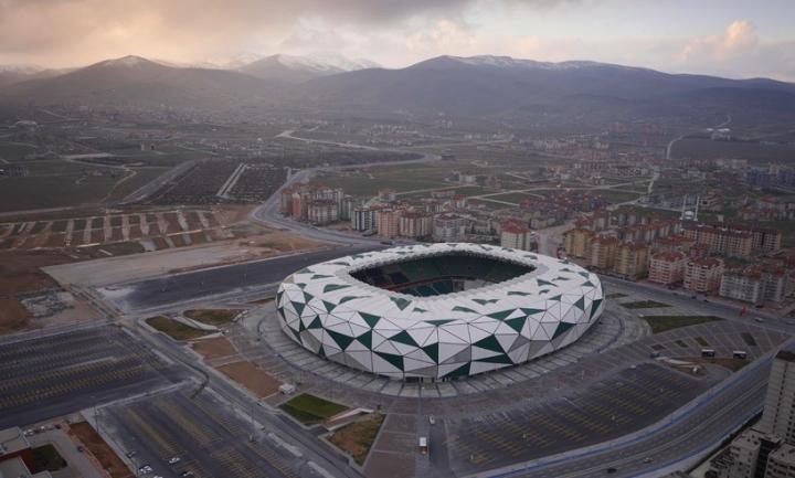 街のスタジアム02 818x492コンヤbahadçrKUL建築家