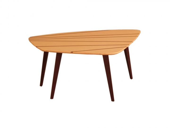 Une table Gene 5616 02