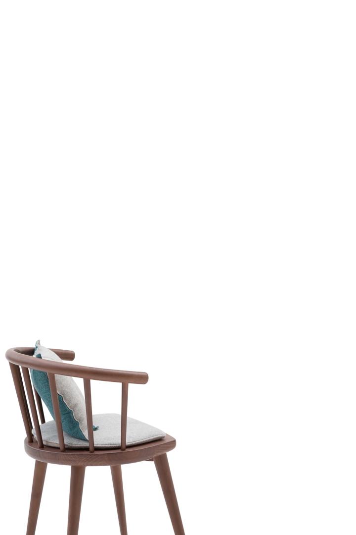 W. 605 com almofadas revista design social