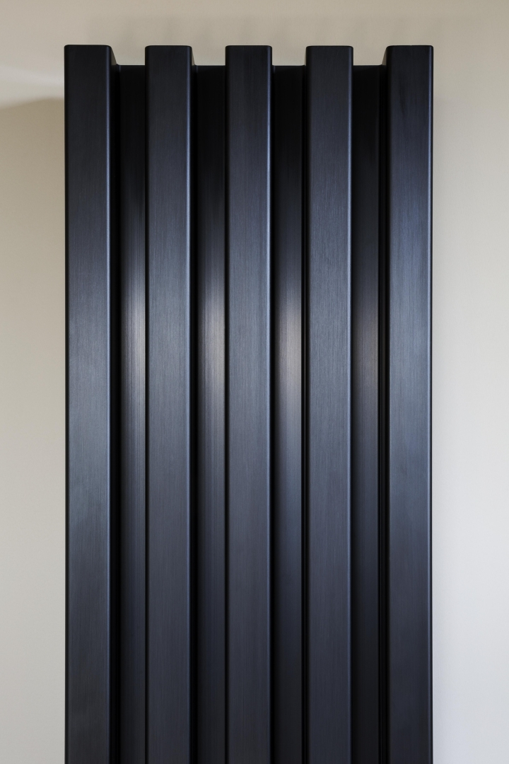 Σωλήνες κατάλογο 66 Soho μπάνιο μαύρο ανοδιωμένο περιοδικό social design