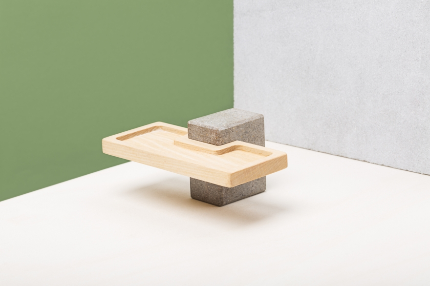 Aperitivo de la puerta de madera y piedra
