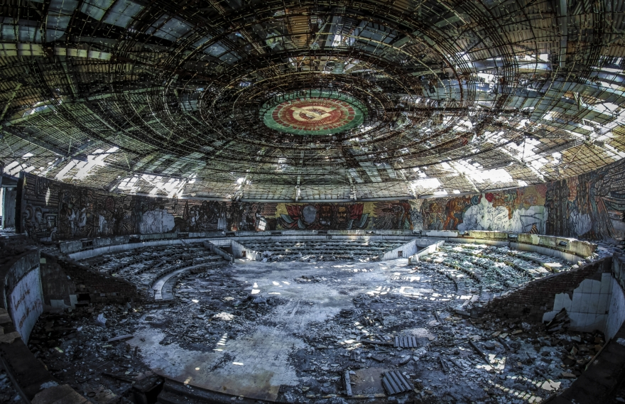 4_Bulgaria_Monument de Buzludzha_Photo Kamren Barlow édition totalement perdu 2015