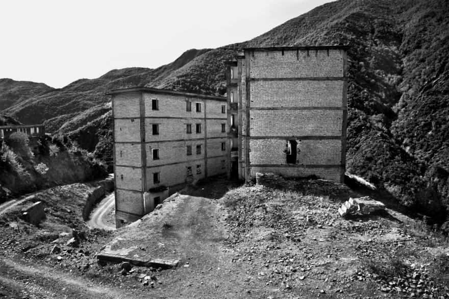 8  - アルバニアSPACの捕虜収容所、Lezhë(アルバニア) - 写真ニコラAvanzinelli