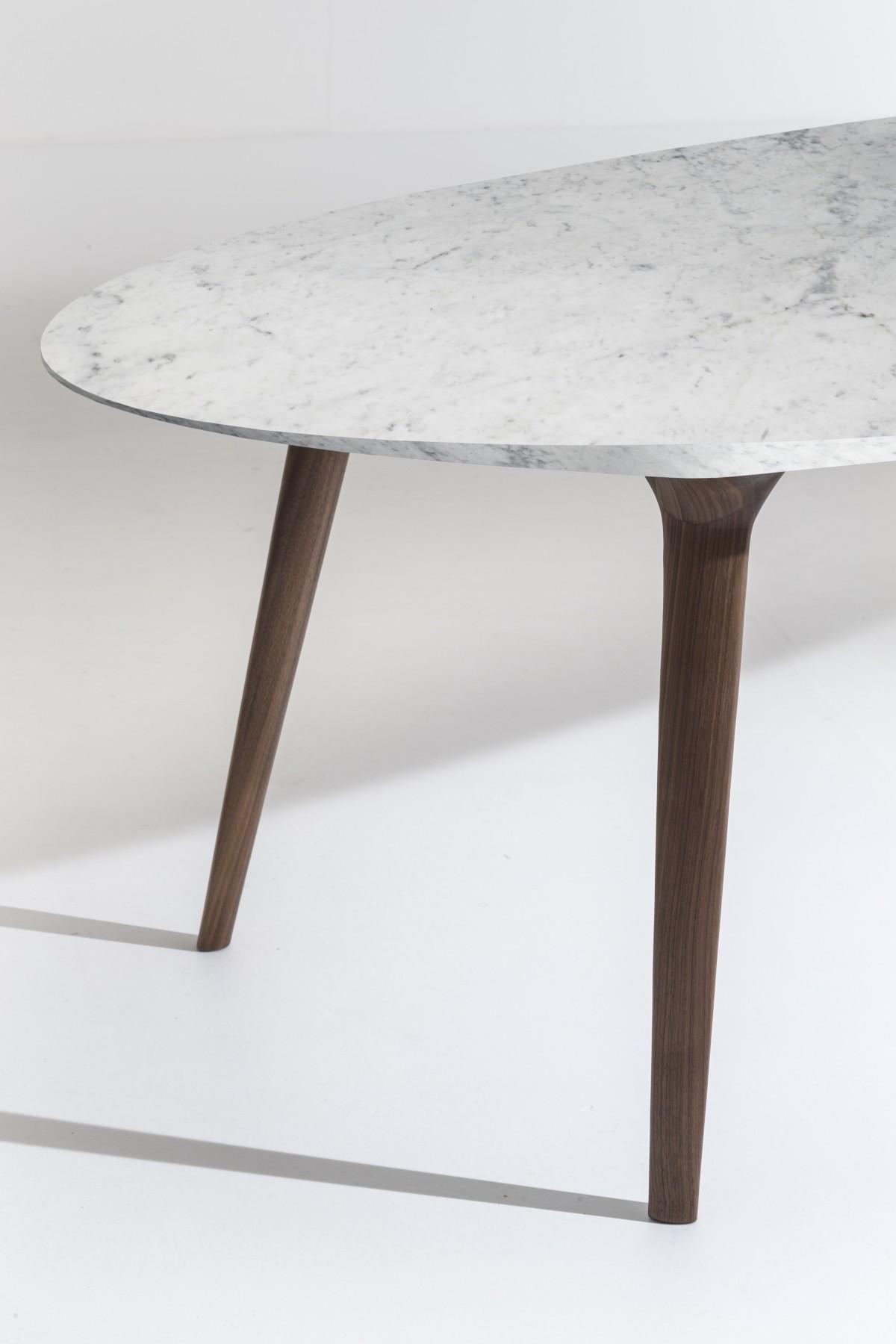 Collezione Ademar i tavoli di Giulio Iacchetti per Bross 14