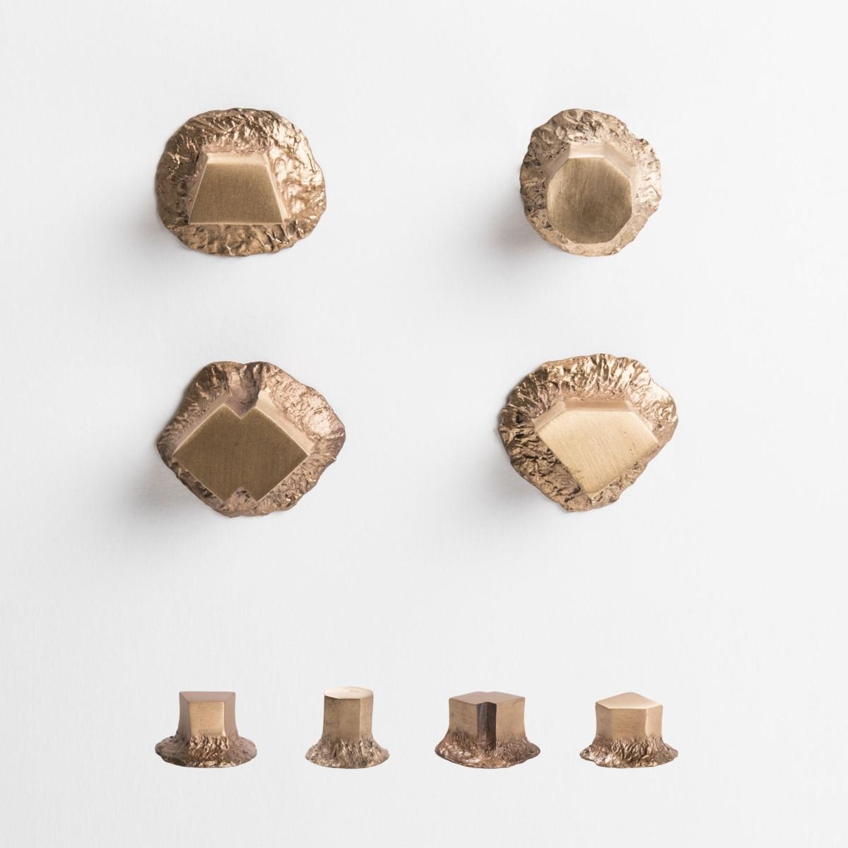 Le sculture funzionali di NJ interiors, pomelli solidi bronzo