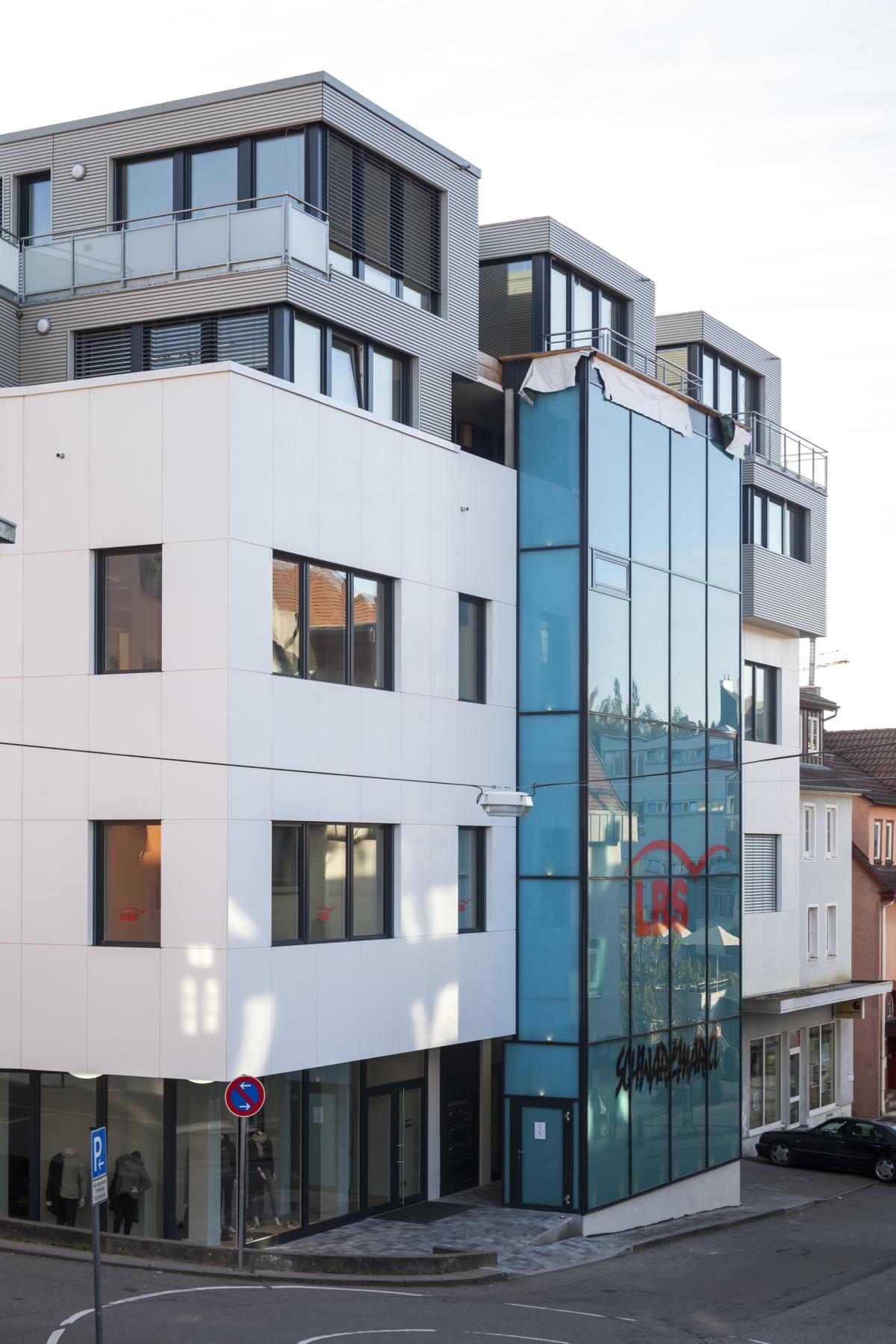 Tecno-superficie Dupont Corian nel restauro del moderno