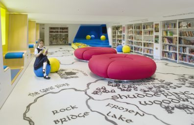 biblioteca per ragazzi Thomas's London Day School by Hugh Broughton Architects and HI-MACS