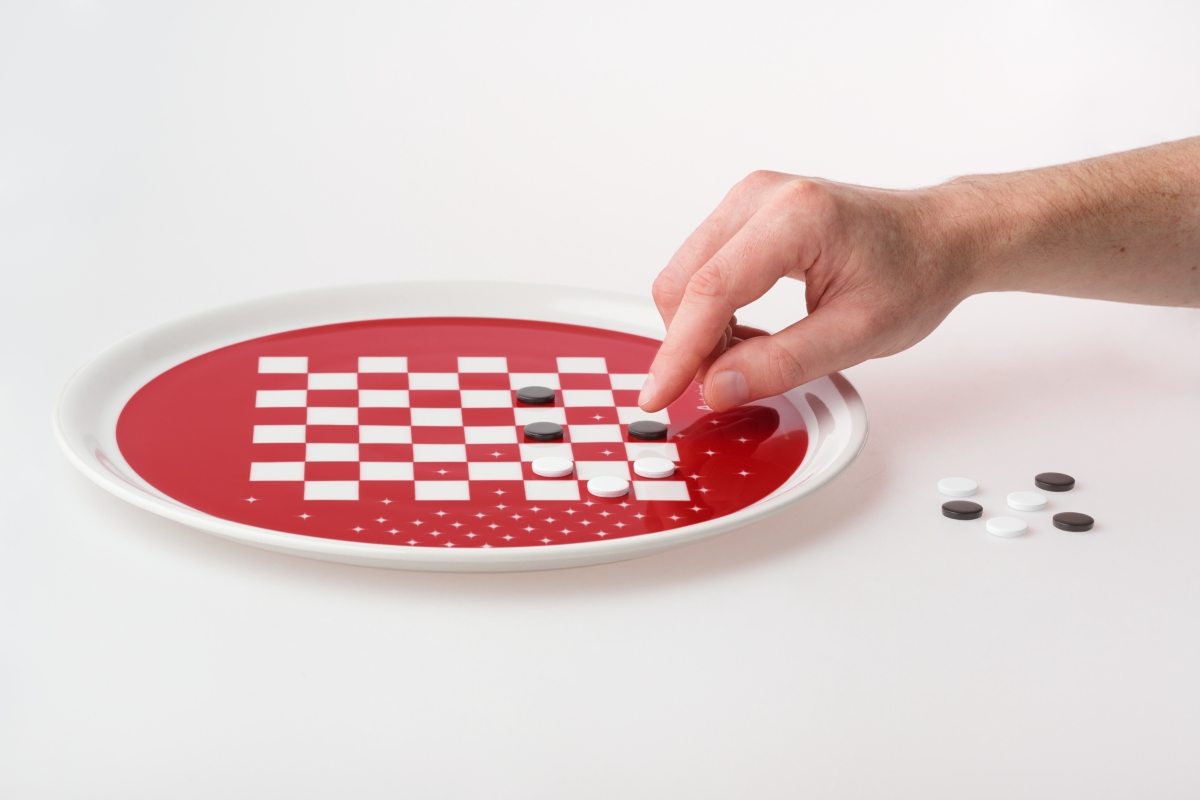 """Diseño de placa de gadget """"Eat & Play"""" Paolo Benevelli 01"""