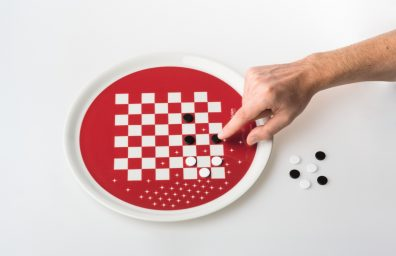 "piatto-gadget ""Eat & Play"" design Paolo Benevelli"
