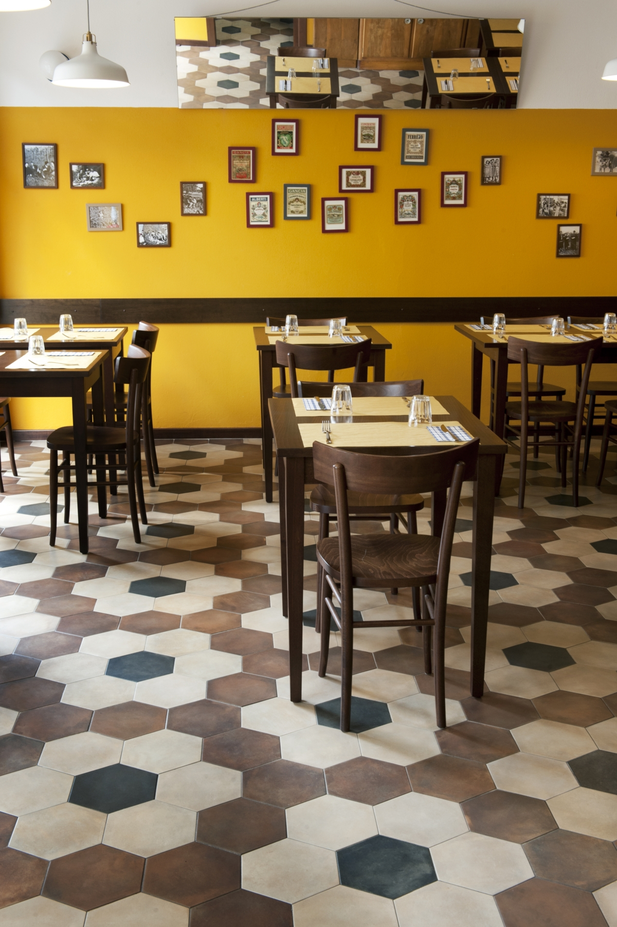 Tripe restaurant in Milan, old school restaurant interior design vintage 17