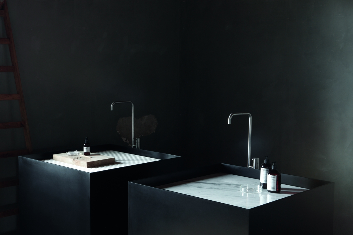 Hi-Macs light and color in the bathroom sink Black Not Only White