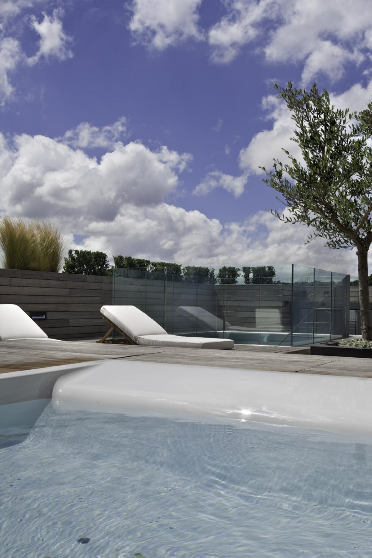 Riqualificazione di un attico romano Westway Architects, terrazzo superiore, piscina