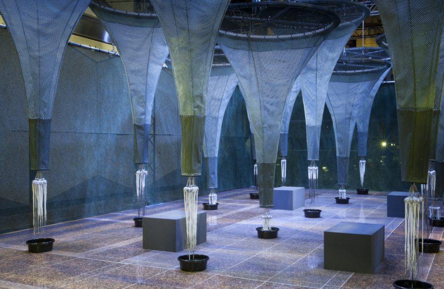 Tales tocando a Alcantara Experiência Henrik Vibskov a Spooner Ciência