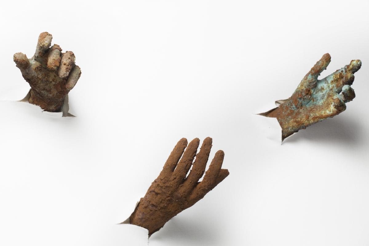Contact avec la main