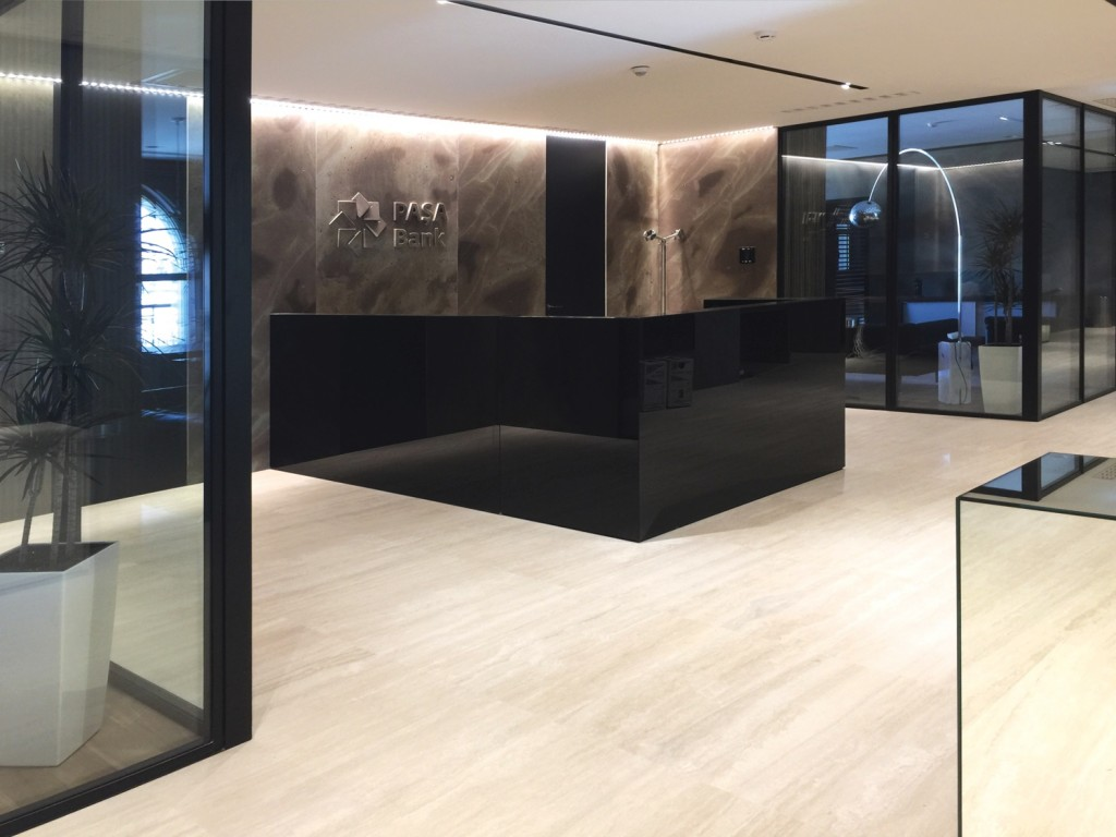 Pasha bank glass partitions