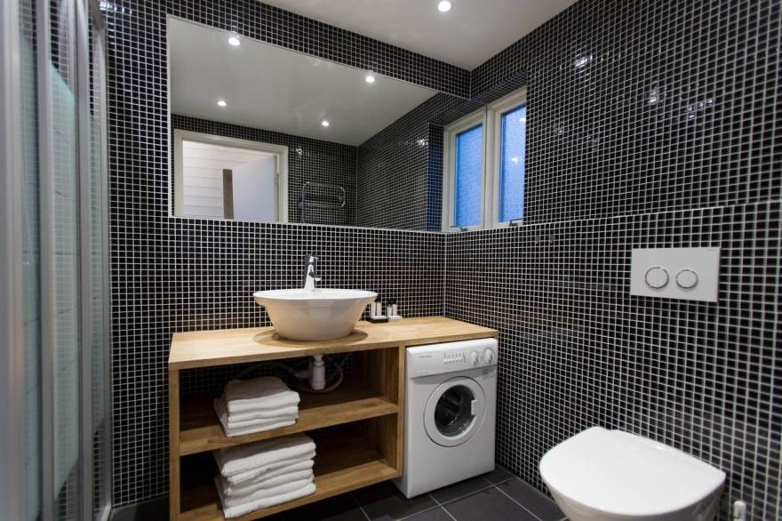 soluciones de baño con lavadora empotrada