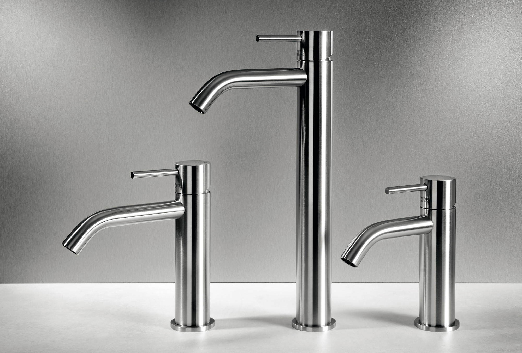 Taps the floor CleoSteel 48 basin, M measurements, L, XL. Finish Brushed Stainless Steel