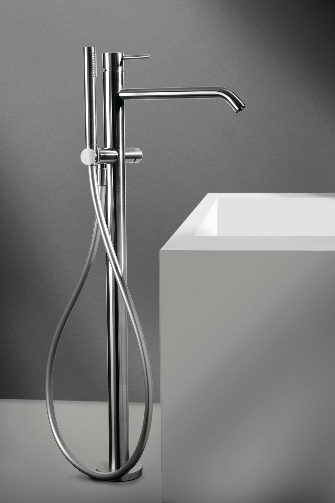 floor wall valve CleoSteel 48 bath, complete with shower. Finish Brushed Stainless Steel
