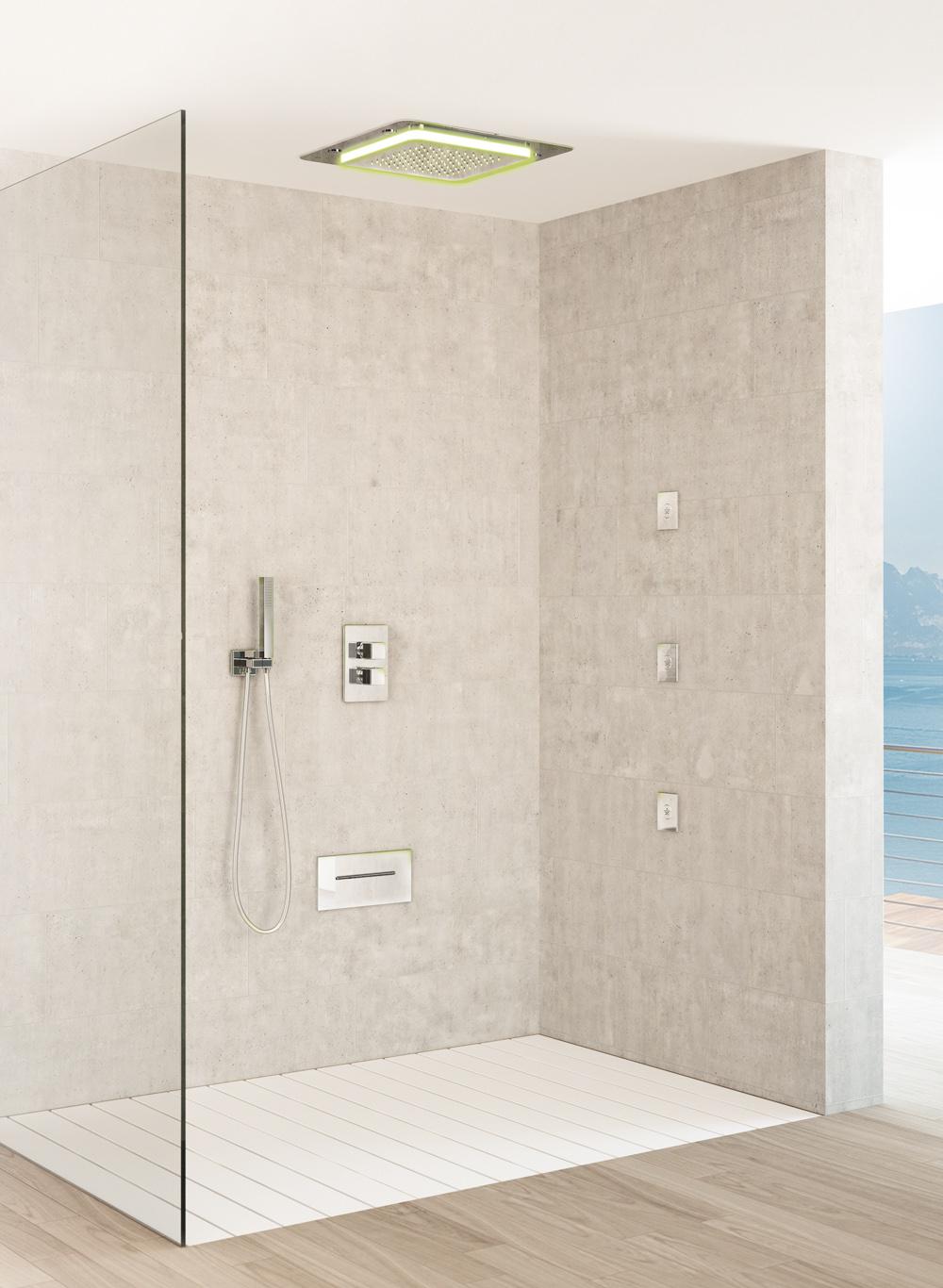 多機能シャワーヘッドシャワーPlayoneは、天井が凹んだ横ボディジェットシャワーヘッド
