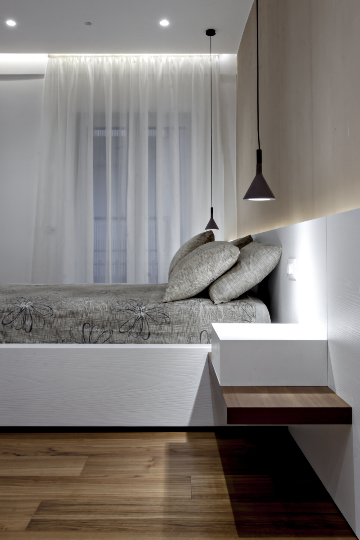 In the sleeping area, every element, from the backlit paneling that serves as a headboard to the bed structure up to the cabinets, was specially designed by Michelangelo Olivieri and made of brushed and lacquered oak open pore.