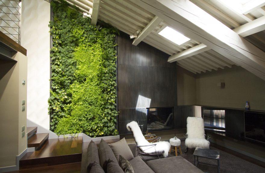 Il giardino verticale di sundar italia per un moderno loft