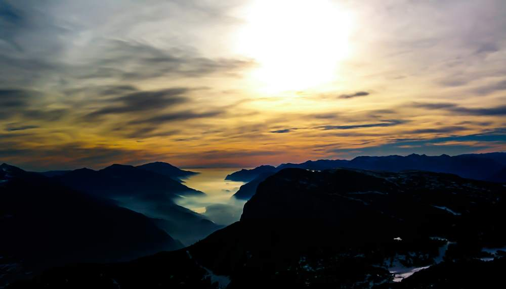 夕日・オン・海の霧