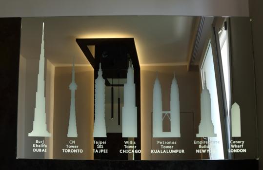 サンドブラストし、世界で最も高い超高層ビルを描いたバックライト付きミラー
