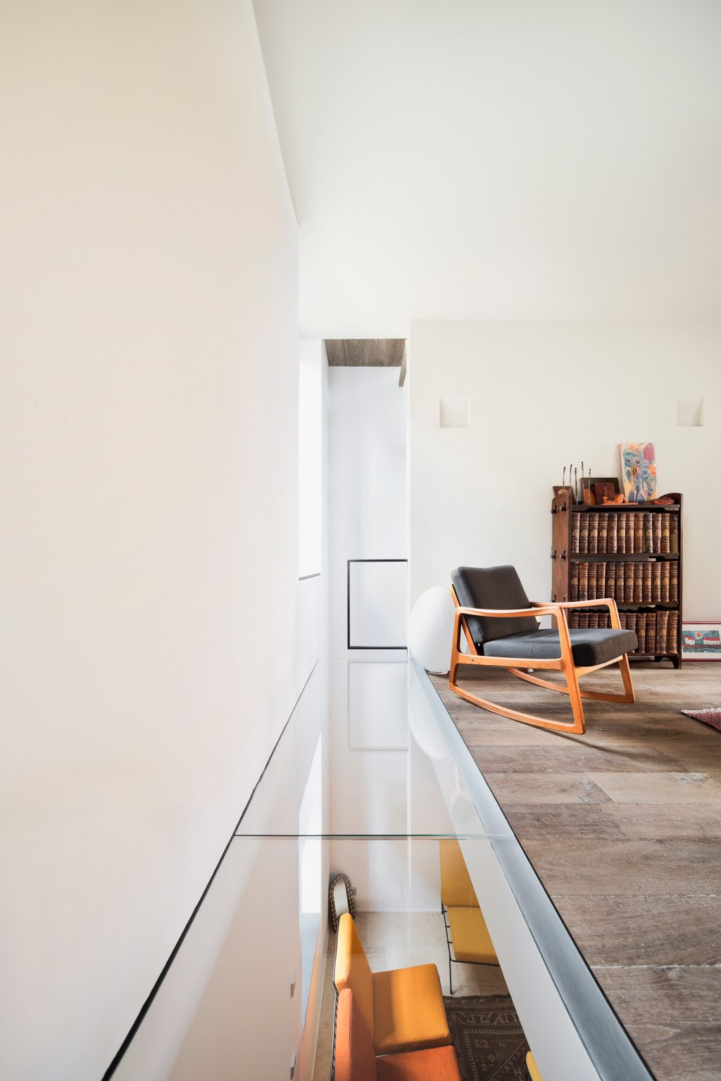 vertical loft Westway Achitects, vintage furniture