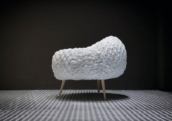 Studio Sanaa poltrona a forma di nuvola L16 vista laterale