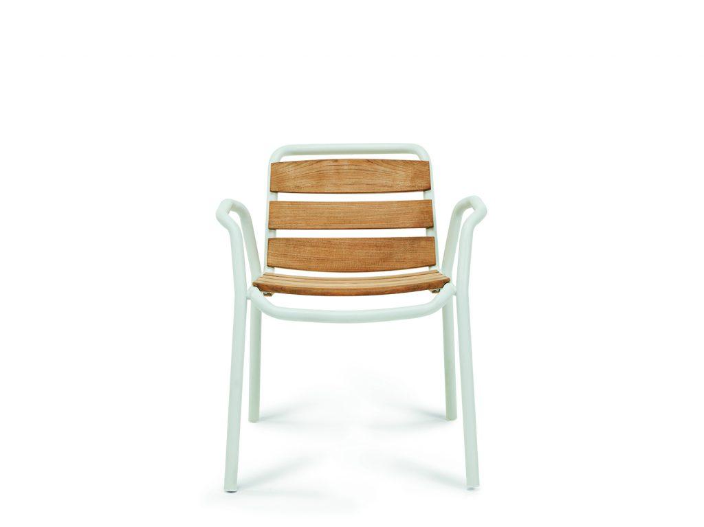 silla de la puntada con el frente de teca de listones