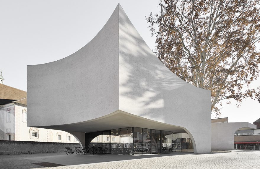 Volume scultoreo e forme sinuose - TreeHugger - MoDusArchitects