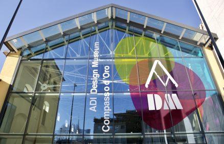 Façade en vitrail du musée du design ADI